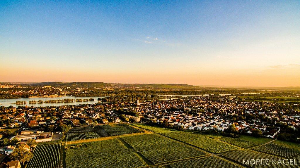 Schloss-Vollrads-Sonnenuntergang-Luftaufnahme-Moritz-Nagel-2016-16.jpg